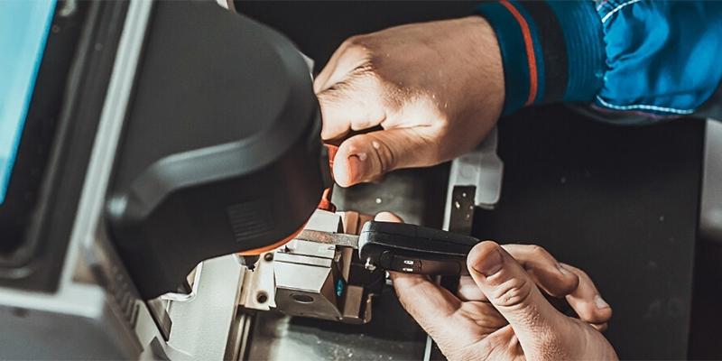 Sam-the-Lock-Guy-Locksmith-cut-car-keys